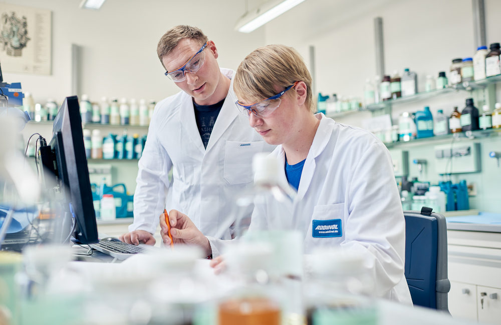 ADDINOL employees in the laboratory at the main production site in Leuna developing new lubricants.