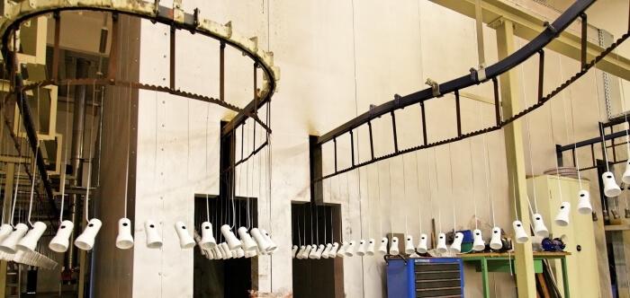 Kettensystem und Ofenanlage einer Pulverbeschichtungsanlage