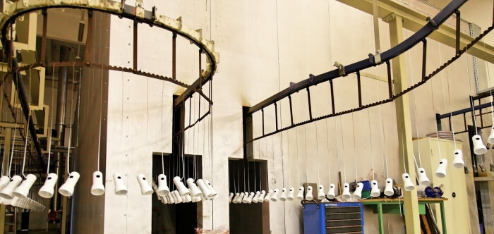 Chain system and furnace of a powder coating plant