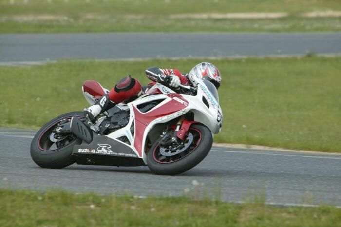 Rennmotorrad der Marke Suzuki mit ADDINOL Motorradöl betrieben