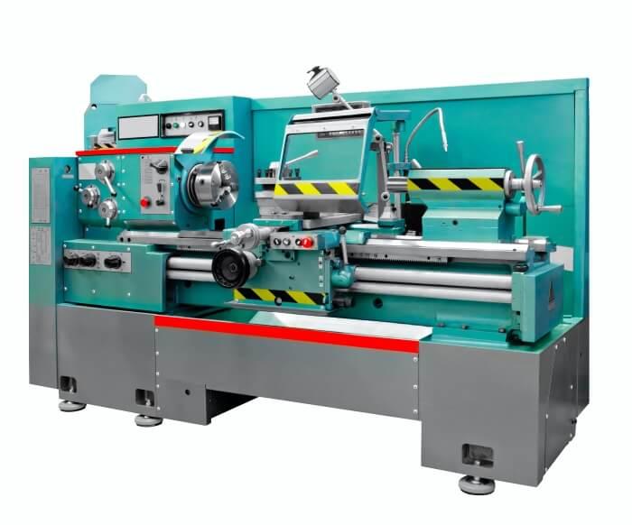 Abbildung einer Drehmaschine, bei der Gleitbahnöl verwendet wird