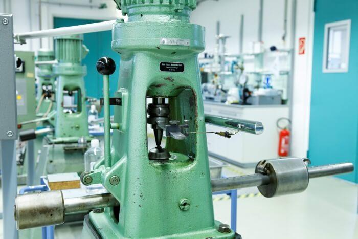 Vierkugel Apparat zur Bestimmung der Scherstabilität von Schmierstoffen