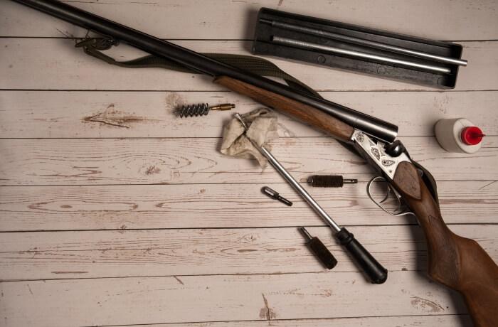 Pflegeset für eine Waffe mit Jagdgewehr