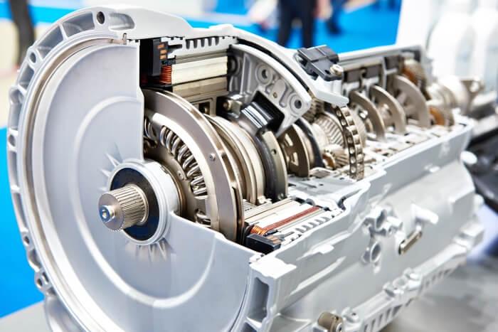Innenansicht eines 8-Stufen-Automatikgetriebe von einem Hybridauto