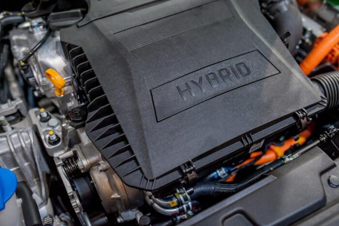Ansicht eines Hybridmotors in einem PKW