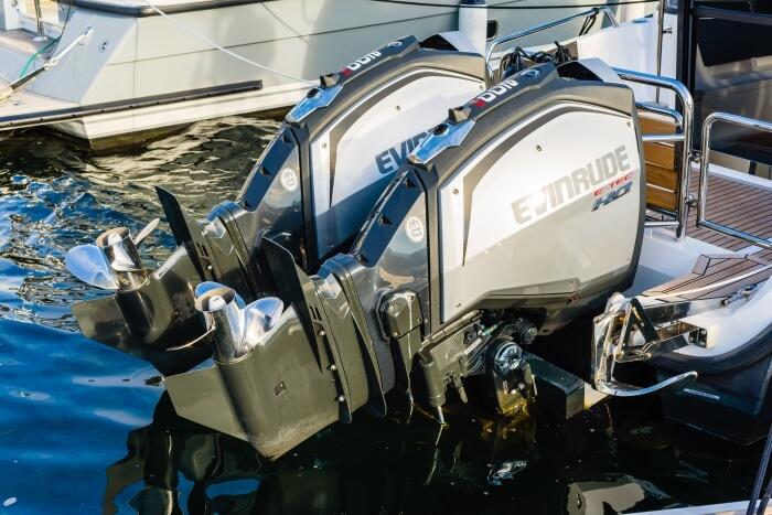 Außenbordmotor bei einem Schnellboot