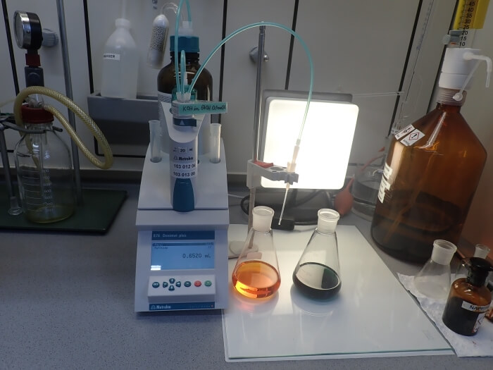 Titrator for determination of the neutralisation number