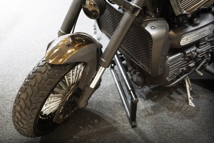Gabel und Stoßdämpfer eines Motorrads