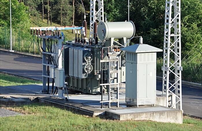 Mit Öl betriebener Transformator